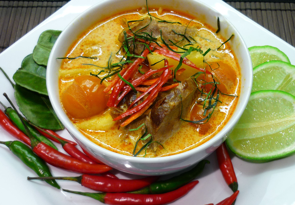 thai-food-duckcurry-thailand-best-hotels