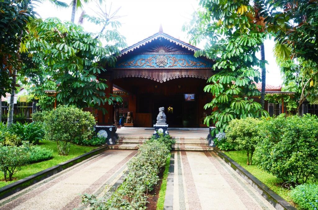 Entrance of Balemong Resort