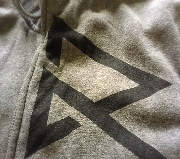 Be Ready For Cold Weather With The Ravean Hoodie